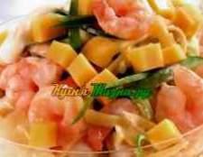 Салат с креветками грибами ананасом